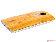 The Moto X exhibits manufacturing weaknesses in the gaps.