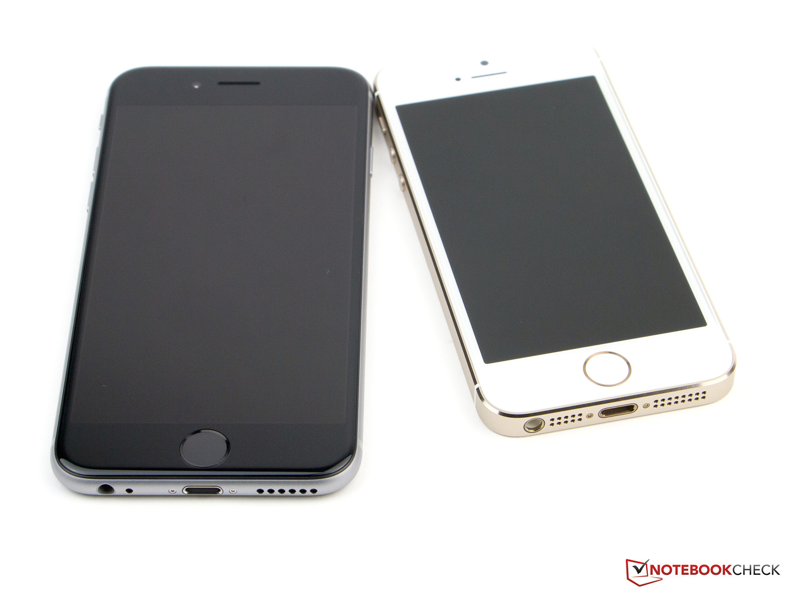 apple iphone 6 black. the iphone 6 is bigger than its predecessor. apple iphone black