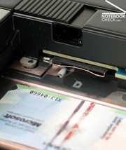 Therefore the laptop has a UMTS broadband preparation whereas the sim card has to be inserted over the battery slot.