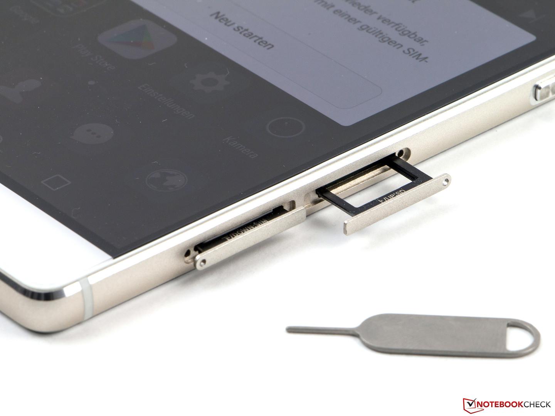 Huawei P8 Lite Slots