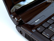 Also important for the netbook's appearance is the hinge, which accommodates the battery.
