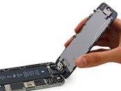 It is easy to access the battery. (Source: http://www.iFixit.com)