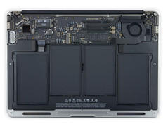 Apple MacBook Air 13 2015 (Source: iFixit)
