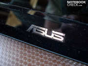 Another Asus label can be found on the black display bezel.