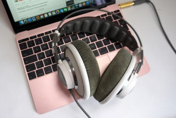 The high-end AKG K701 is driven by the headset port with loud volume and without disturbing noise.