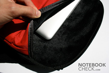 Very well cushioned notebook compartment