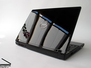 The case of the Megabook GX600 is completely made of glossy black plastics.