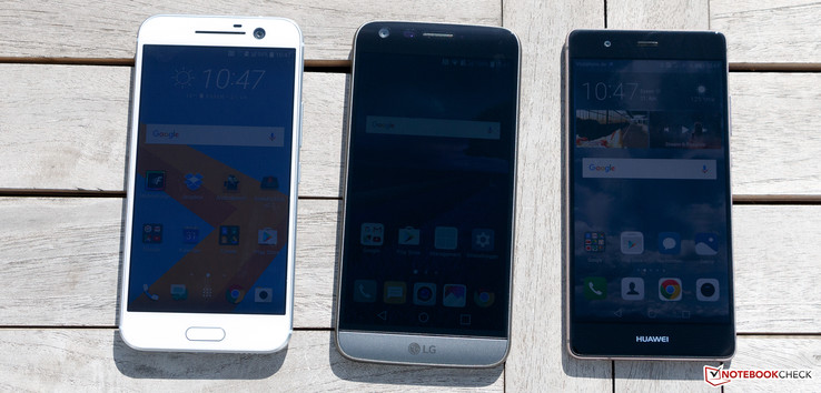 From left: HTC 10, LG G5, Huawei P9 (all with activated ambient light sensor)
