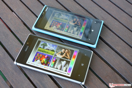 Outdoor usage: Lumia 920 (above), Lumia 925 (below)