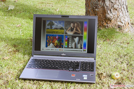 The Lifebook E753 PS in a bright environment.