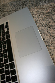 The new trackpad made of glass works perfectly under Mac OS X. However, the Vista drivers need to be improved.