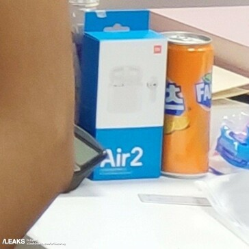 "The accidental leak in question (left), with a close-up of the ""AirDots Pro 2"" box (right). (Source: Weibo, SlashLeaks)"