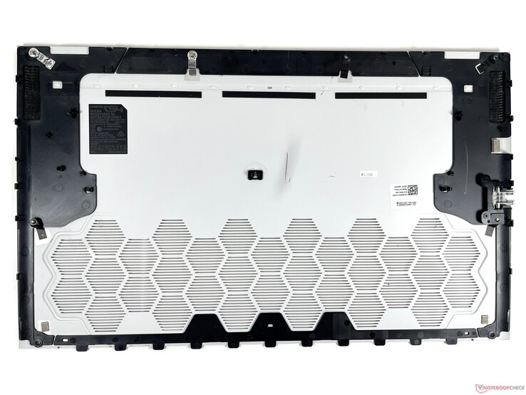 Alienware m17 R4 - Bottom cover