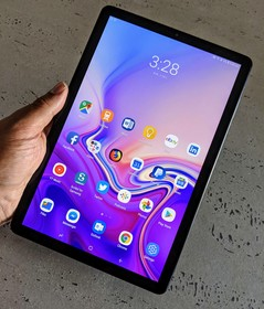 The Galaxy Tab S4 Super AMOLED display is excellent, but it suffers from flickering. (Source: Notebookcheck)