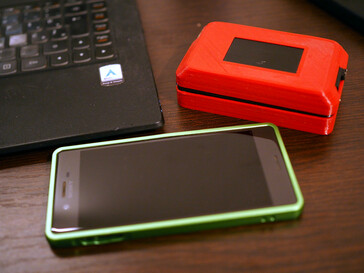 The laptop is smaller than a smartphone. (Image source: Igor Brkić)
