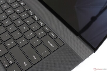 Fingerprint-enabled Power button. Speakers grilles are now larger along the sides, but the actual speakers are identical to the XPS 15