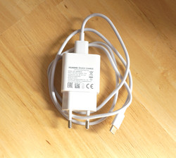 Quick Charge-compatible charger