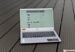 Using the Acer Swift 3 SF313 outside on an overcast sky