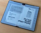 E Ink demos its foldable e-reader prototype. (Image: GoodEReader)