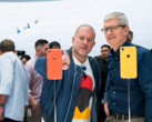 According to the WSJ, this might in fact be the first time Cook saw the iPhone Xr -- on launch day. (Source: Apple)