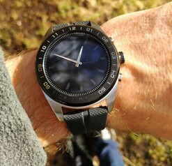 Using the LG Watch W7 outside in the sun