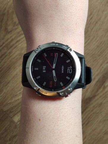 ...the Garmin fēnix 6, on the other hand, is rather bulky. For women's wrists, the S variants are therefore recommended.