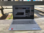 Using the IdeaPad 720 outdoors in the sun.