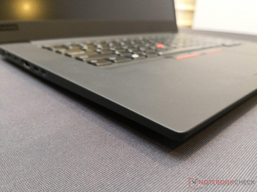 Same smooth carbon/glass fiber reinforced plastic and magnesium alloy make up as the 14-inch ThinkPad X1