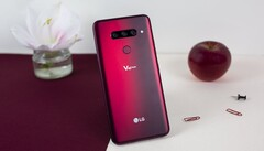The LG V40 ThinQ is, like most recent LG flagships, a great device with a few shortcomings. (Source: AndroidPIT)