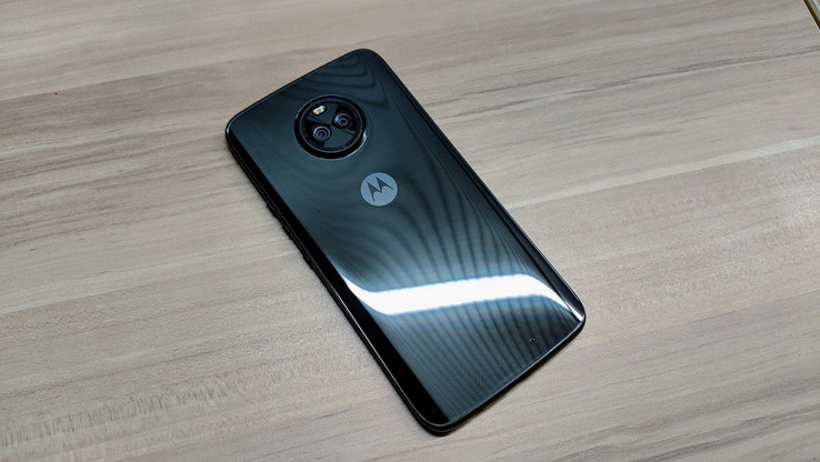 The rear of the Moto X5 features a different design. (Source: TechRadar)