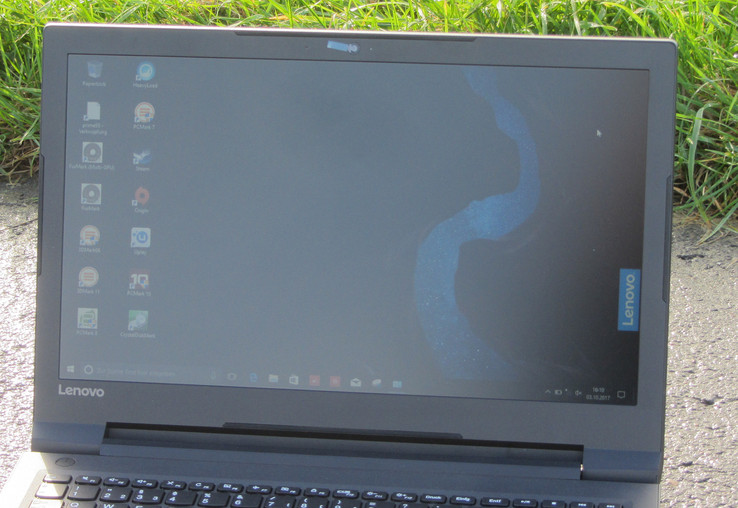 The IdeaPad outdoors (with the sun behind the device)