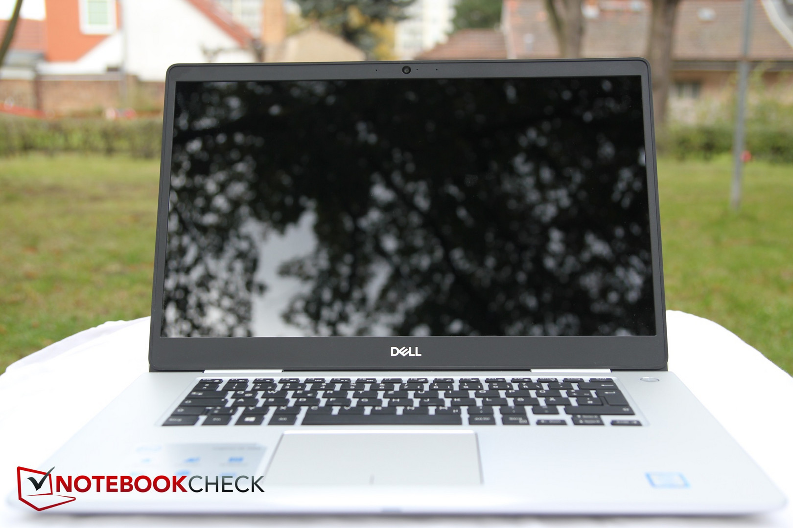 Dell Inspiron 15 7570 (i7-8550U, 940MX) Laptop Review