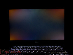 The XPS 15 9560 FHD showed backlight bleeding in the corners.