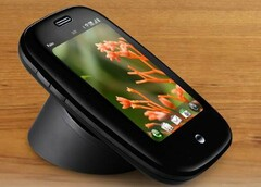 The 2009 Palm Pre Plus offered a form of wireless charging in conjunction with a Touchstone charger. (Source: Pocketnow)