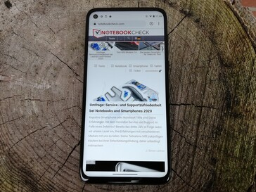 Using the Motorola Moto G8 Power outdoors