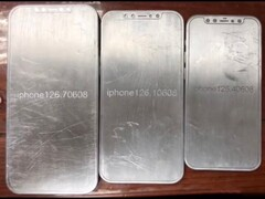 The alleged iPhone 12 molds show the different-sized variants. (Image source: @Jin_Store)