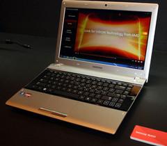 Samsung RV415 and RV515 laptops displayed at Computex