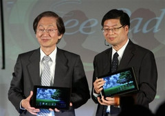 ASUS executives Jonny Shih (left) and Jerry Shen have stated that 300,000 Transformer tablets will ship in June