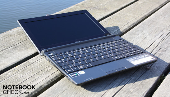 Acer Aspire One 521: Better performance than every Intel Atom netbook, and still pretty portable