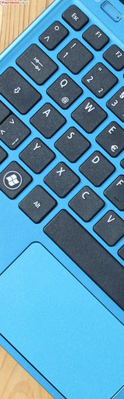 Acer Aspire One 756: The keyboard has a vague feedback; we did get used to the ClickPad's short stroke.
