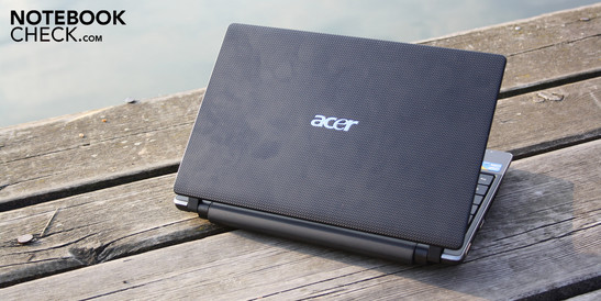 Acer Aspire 1830T-52U4G32n: Performance and mobility in balance? Not quite, the reflective display and poor input devices spoil the fun.