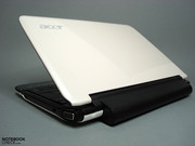 The 6-cell battery, protruding from the case, slightly lifts the rear side, and while the outer skin comes in shell-white...