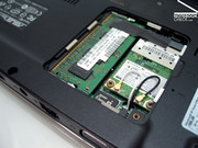 The solution for mass storage is interesting: Asus combines SSD, SD card reader and on-line storage.