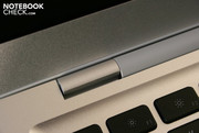 The single, typical Apple, display hinge limits the maximum opening angle of the lid.