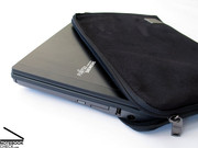 The P7230 can be wrapped into a protective cover (included) in order to protect the sensitive coating of the display lid from finger prints.